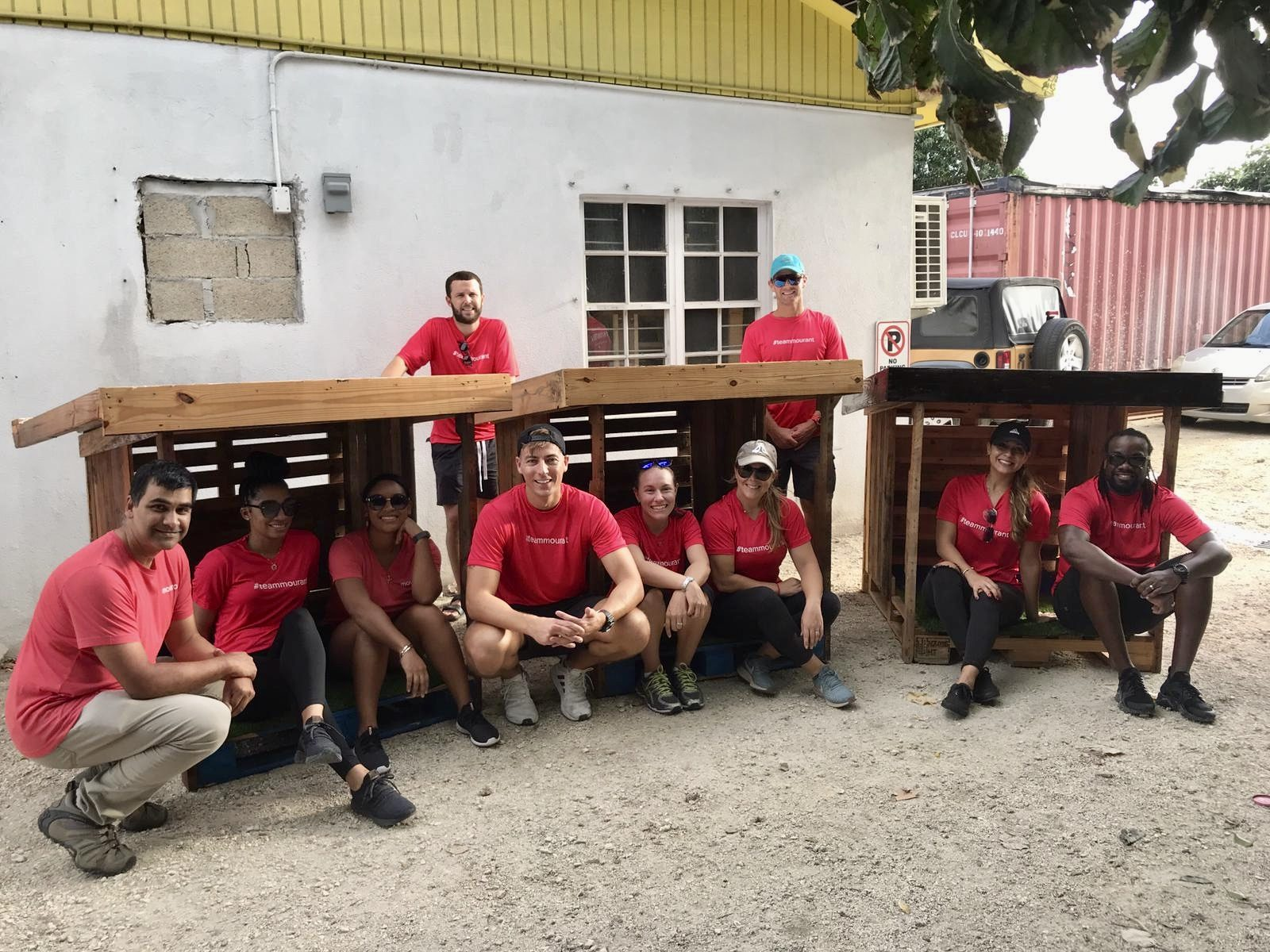 managing-partner-hayden-isbister-with-mourant-care-volunteers-during-annual-away-day-3102590
